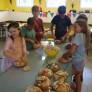 12 K obědu bude středověký guláš v chlebu.